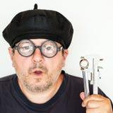 老滑稽的技工戴着眼镜 免版税库存照片