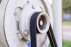 老滑轮和皮带传动 免版税库存图片