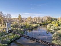 老灌溉渡槽acroos河 库存照片