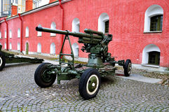 老火炮在彼得和保罗堡垒附近开枪,圣彼德堡,俄罗斯的Naryshkin本营 库存图片