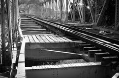 老火车桥梁 库存照片