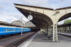 老火车站的平台 免版税库存图片