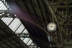 老火车站的平台 库存图片
