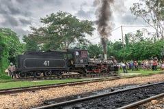 老火车( 玛丽亚Fumaca)在Tiradentes,殖民地城市 免版税库存图片