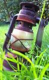 老灯在庭院里 免版税库存图片