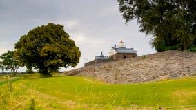 老灯塔在一个被索还的开拓地 免版税库存图片