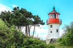 老灯塔Gellen和杉树 因塞尔希登塞,波罗的海 免版税库存图片