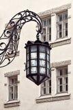 老灯笼在老市塔林垂悬 免版税图库摄影