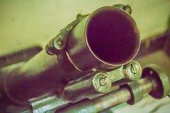老灰浆由一块基座平板、桶包括后膛的和bipod组成和有能力在运输上由人的81 mm枪 免版税库存照片