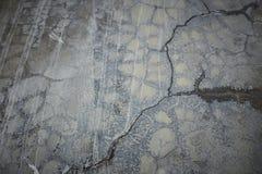 老灰色墙壁打破了混凝土 库存图片