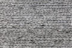 老灰色木屋顶盖瓦纹理  图库摄影