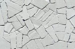 老灰色石墙绘了白色有灰色油漆纹理背景 免版税库存照片