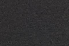 老灰色纸特写镜头纹理  密集的纸板的结构 黑色背景 免版税库存图片