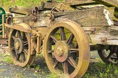 老煤矿业的无盖货车 免版税库存照片