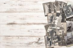 老照片卡片人民佩带的葡萄酒衣物时尚穿戴 免版税库存图片