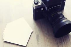 老照相机和纸2 免版税库存照片