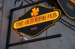 老爱尔兰客栈标志 库存图片