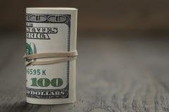 老牌卷一百元钞票站立  库存图片