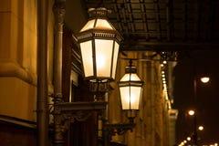老牌街灯,葡萄酒 晚上 免版税库存照片
