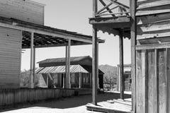 老狂放的西部镇电影布景在亚利桑那 图库摄影