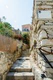 老狭窄的楼梯 免版税库存照片