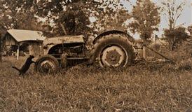 老猫拖拉机 免版税库存照片