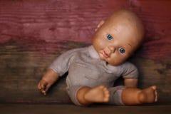 老玩偶 概念:堕落的人 关闭 库存图片