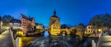 老琥珀,德国城镇厅全景  图库摄影