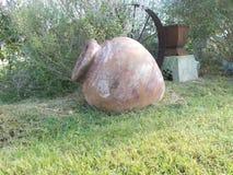 老瓦器花瓶 免版税库存图片
