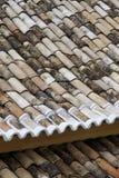 老瓦屋顶cumbuco 库存照片