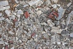 老瓦片和膏药的一千块小裂片在前面 图库摄影
