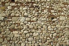 老瓦砾石头和砖墙建筑充分的框架构造背景 免版税库存照片