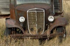 老生锈的五谷卡车 免版税库存图片