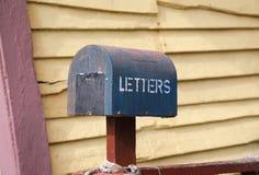 老生锈的信箱 免版税图库摄影