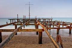 老生锈的基础码头在黎明 库存照片