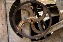 老生锈的嵌齿轮轮子 库存照片