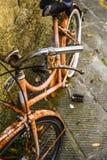 老生锈的意大利自行车 图库摄影