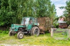 老生锈的拖拉机 库存图片
