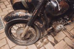 老生锈的摩托车 免版税图库摄影