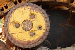 老生锈的机器铁轮子 库存照片