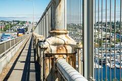 老生锈的桥梁栏杆 库存图片