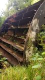 老生锈的水车 库存照片