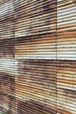 老生锈的波纹状的钢墙壁-垂直 免版税库存照片