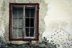 老生锈的窗口 免版税库存照片