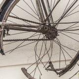 老生锈的自行车细节 免版税库存照片