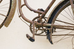 老生锈的自行车细节 免版税库存图片