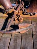 老生锈的船锚 免版税图库摄影