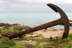 老生锈的船锚 免版税库存照片