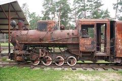 老生锈的蒸汽机车 库存照片