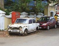老生锈的被放弃的汽车品牌Ambas 免版税库存照片